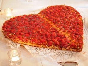 strawberry-cake-590788_640